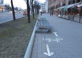 Металлоконструкции на велодорожке по пр. Независимости